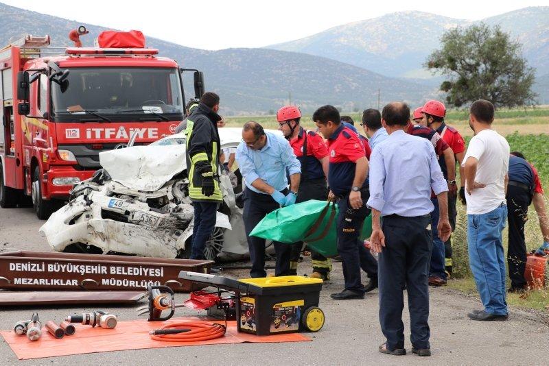 Denizlide cip ile otomobil çarpıştı: 3 ölü