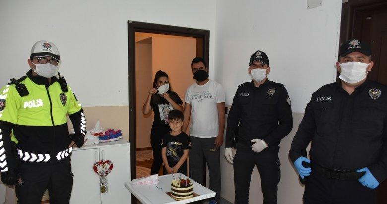 Marmaris polisi meslektaşları olmak isteyen çocuğa sürpriz yaptı