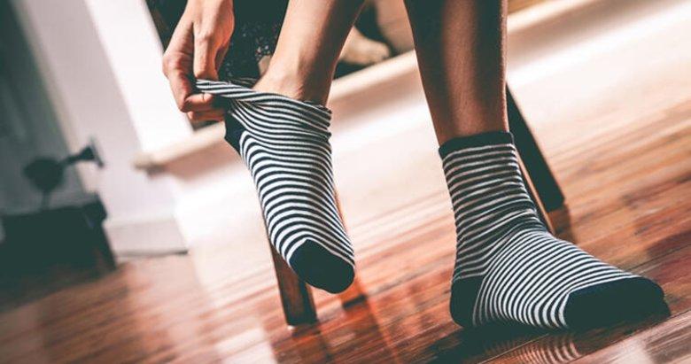 Yaşamayan yoktur! Çorabınız ayak bileğinizde iz bırakıyorsa dikkat!