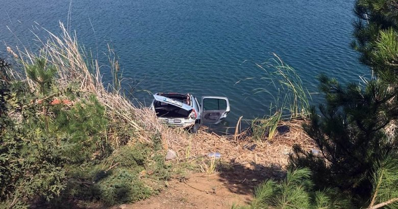 Otomobil gölete uçtu, 4 kişi boğularak hayatını kaybetti