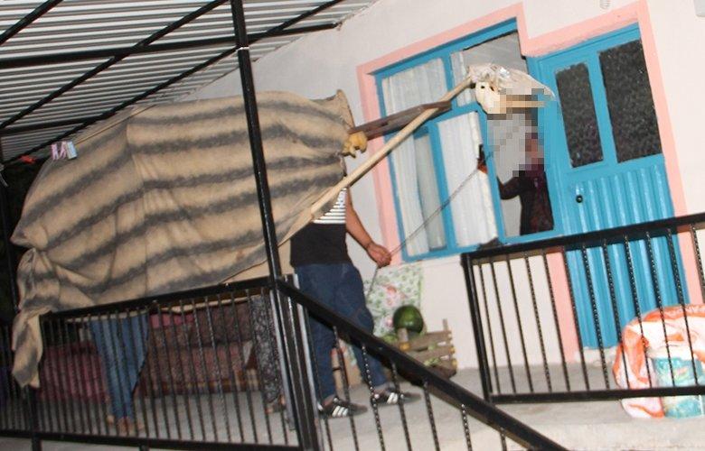 Manisa'da evleri tek tek dolaştılar! Kapıda görenler şok oldu
