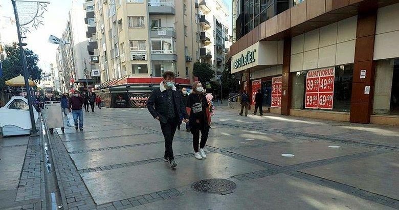 Depremden sonra vaka sayıları artan İzmir'de, sokaklar boşaldı