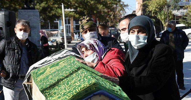 Enkazdan kurtarılıp hastanede hayatını kaybeden depremzede toprağa verildi