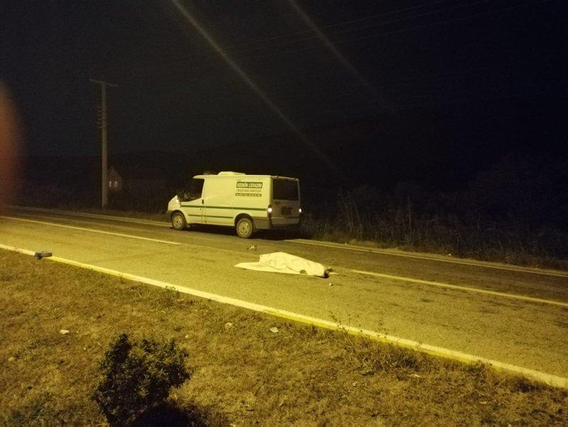Çanakkale'de otomobil otobüs durağına daldı: 3 ölü
