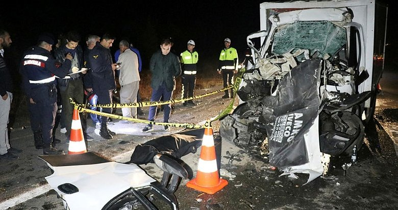 Kütahya'da feci kaza' Kamyonet kamyona çarptı: 1 ölü