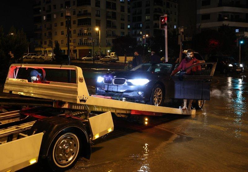 İzmir'de sel önüne kattığını götürdü! Vatandaşlardan altyapı isyanı