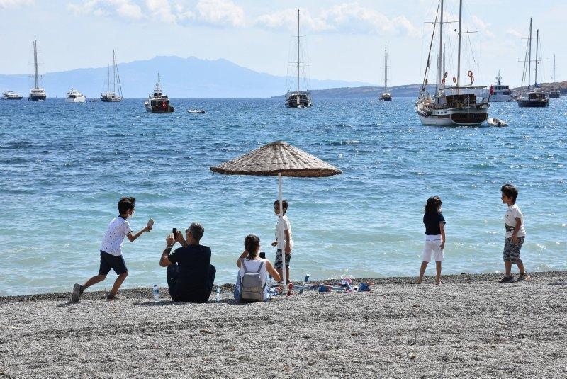 Antalya, Muğla, Isparta ve Burdur'da çocuklar güneşli havanın tadını çıkardı
