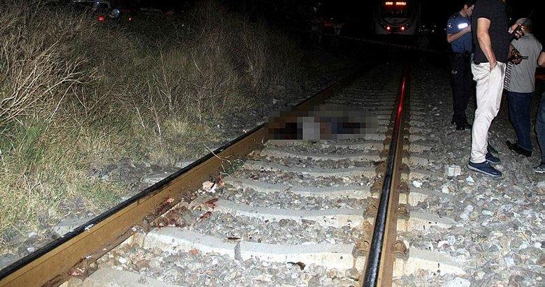 Tren yoluna oturup feci şekilde can verdi