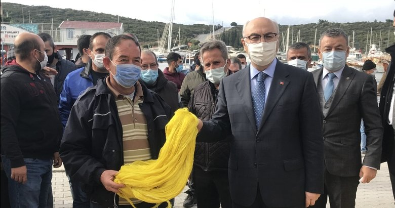 Tsunaminin yaşandığı Seferihisar'da 370 balıkçıya ağ dağıtıldı