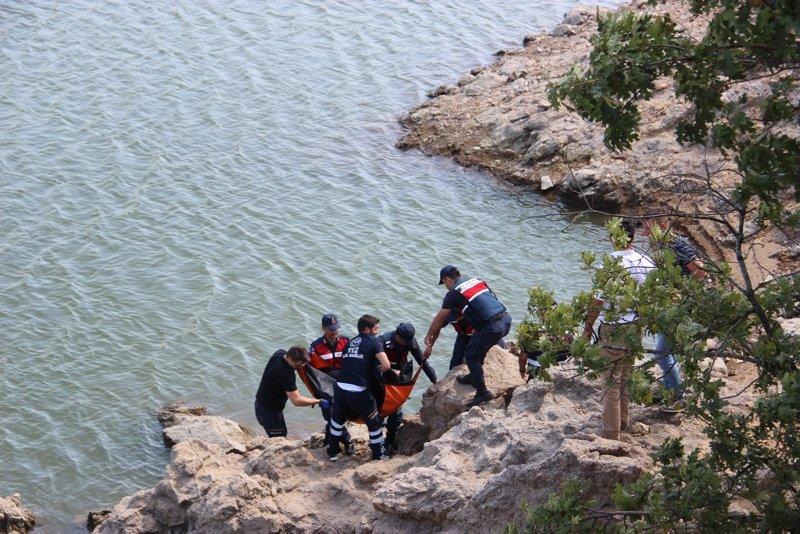Çanakkale Çan'da gölette erkek cesedi bulundu