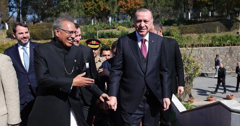 Başkan Erdoğan cuma namazını Pakistan Cumhurbaşkanı Arif Alvi ile birlikte kıldı