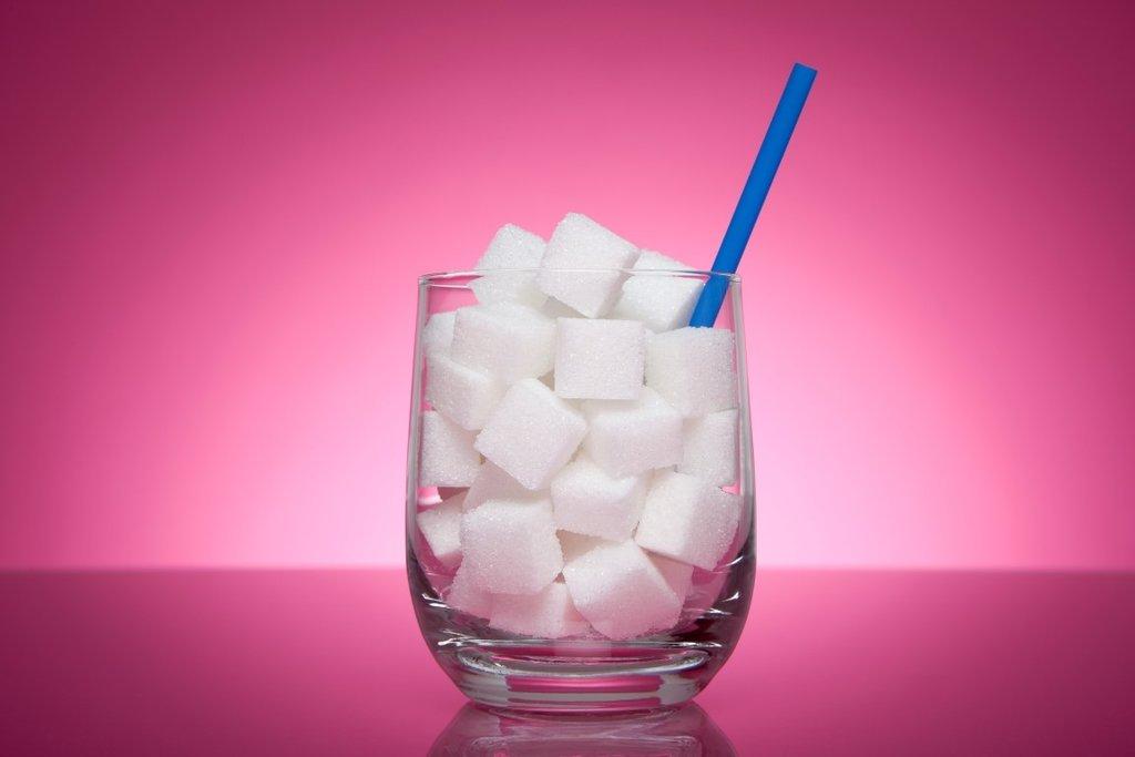 Mutsuzluğunuzun sebebi şeker olabilir! Şekerin zararları nelerdir?