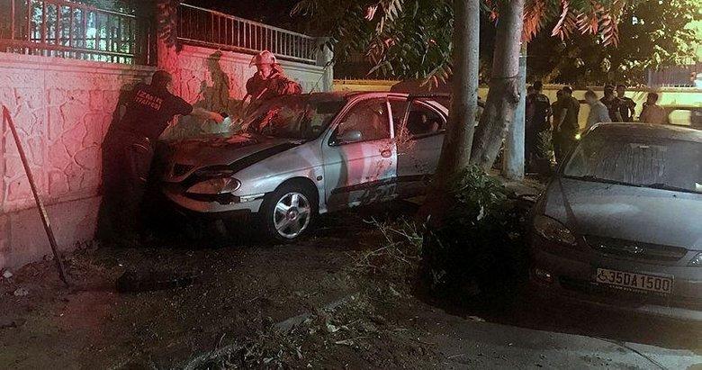 İzmirde duvara çarpan otomobil alev aldı