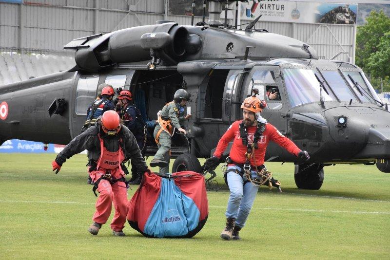 Muğla Fethiye'de düşen paraşütçülerin cenazeleri helikopterle çıkarıldı