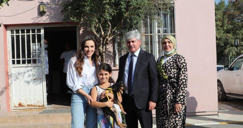 Kalp Yarası'nın başarılı oyuncusu Yağmur Tanrısevsin Hatay'da Hayvan Bakım ve Rehabilitasyon Merkezi'ni ziyaret etti