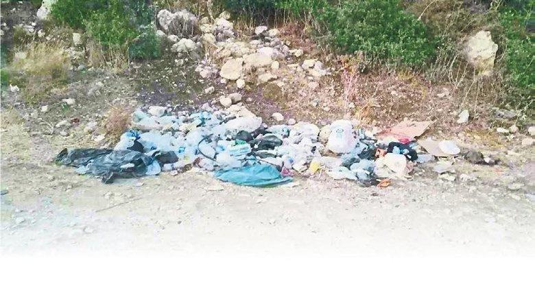 Kampçılar çöplerini Urla'da bırakıp gitti