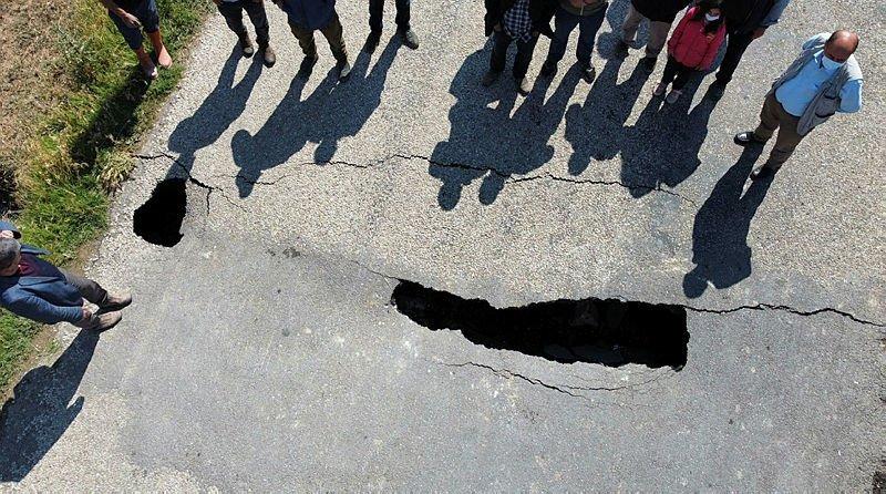 Afyonkarahisar'daki, çökme ve yarıkların oluştuğu yol ile ilgili açıklama geldi