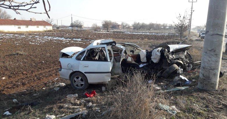 Afyonkarahisar'da feci kaza! Elektrik direğine çarpan otomobilin sürücüsü ağır yaralandı
