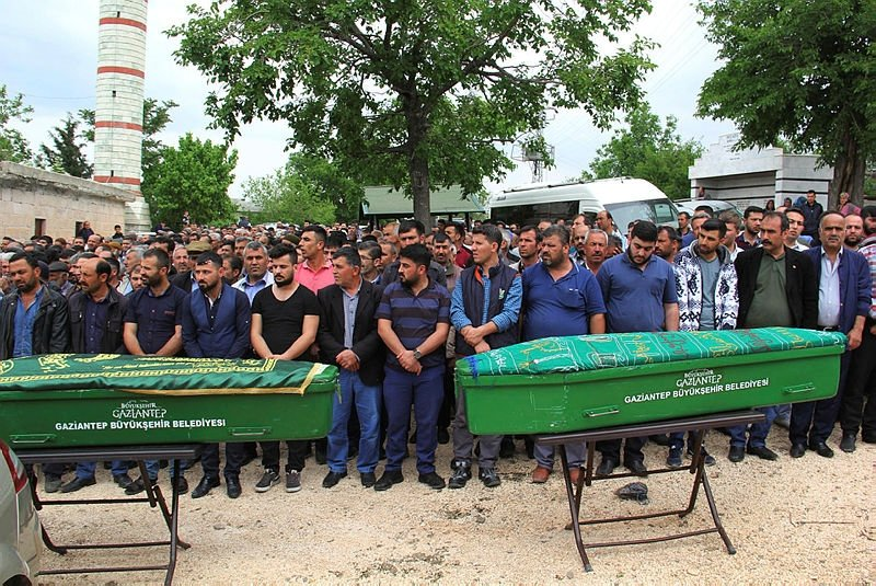Gölette cesetleri bulunmuştu, cenazeleri gözyaşlarıylatoprağa verildi.