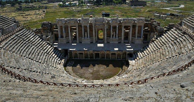 Denizli'deki 1800 yıllık antik tiyatro ihtişamıyla kendine hayran bırakıyor