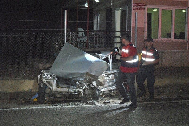 İzmir'de feci kaza! 2 kişi hayatını kaybetti 1 ağır yaralı
