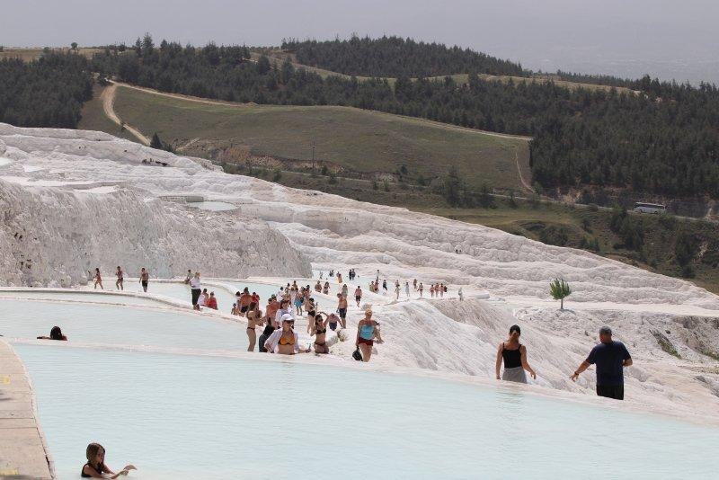 Beyaz Cennet  yabancı turistlere kaldı