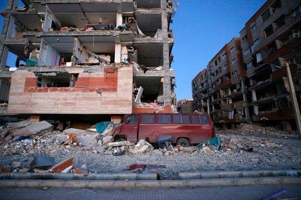 7.3'lük büyük depremin getirdiği felaket ortaya çıktı