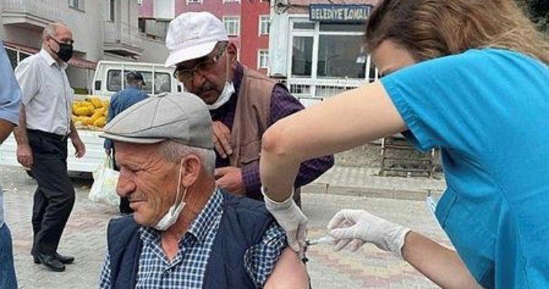 Kütahya'da halk pazarında aşı kampanyası