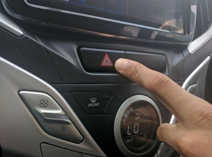 İlginç özellik! Silecek açıkken arabayı geri vitese takarsanız...