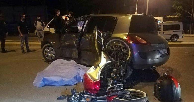 Otomobil ile çarpışan motosikletlilerden 1'i öldü, 1'i ağır yaralandı