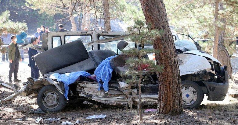 Afyonkarahisar'daki kazada minibüsün emniyet kemeri olmadığı iddia edildi