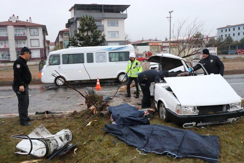 Kütahya-Afyonkarahisar Çevre Yolu'nda feci kaza: 2 ölü, 3 yaralı