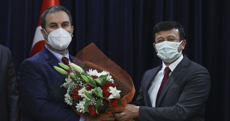 AK Parti'de Hamza Dağ görevini Mustafa Şen'e devretti