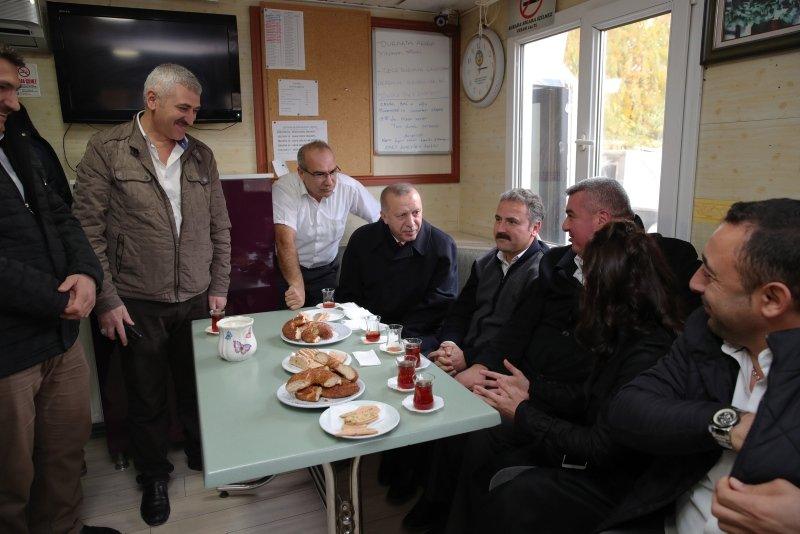 Başkan Recep Tayyip Erdoğan'dan sürpriz ziyaret! Taksicilerle çay içti
