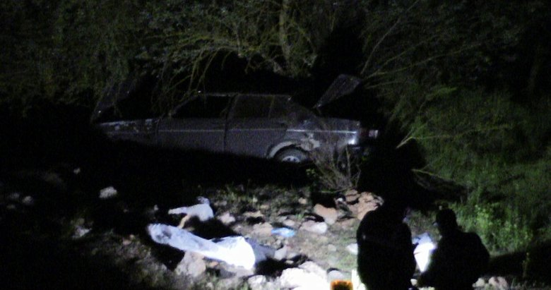 Kütahya'de otomobil uçuruma yuvarlandı
