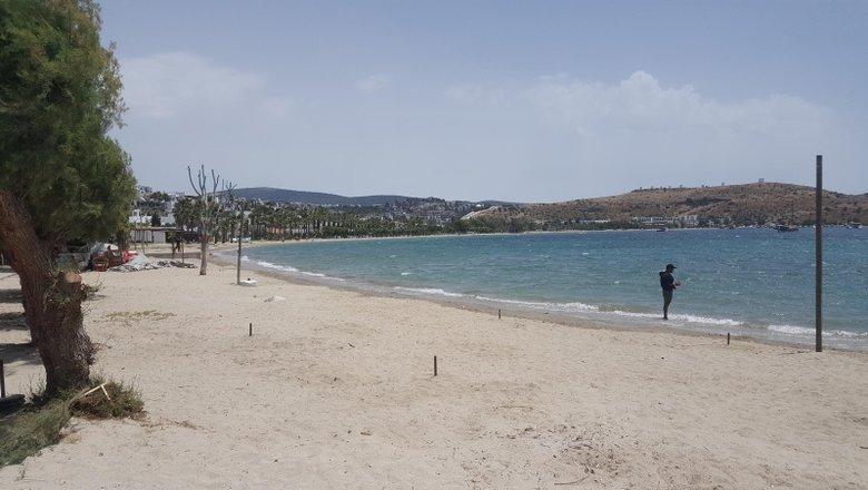 Ege'de Bodrum boş kalırken, Kuşadası'nda plajlar doldu