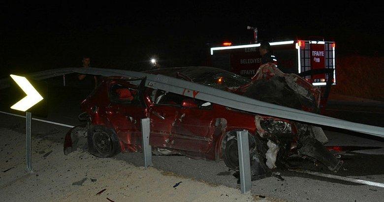 Çanakkale'de bariyerlere çarpan otomobilin sürücüsü ağır yaralı