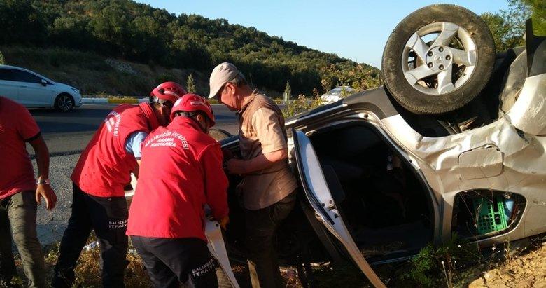 Balıkesir Burhaniye'de otomobil şarampole devrildi