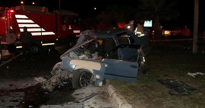 İzmir'de korkunç kaza! Belediye otobüsü ile otomobil çarpıştı bu hale geldi.