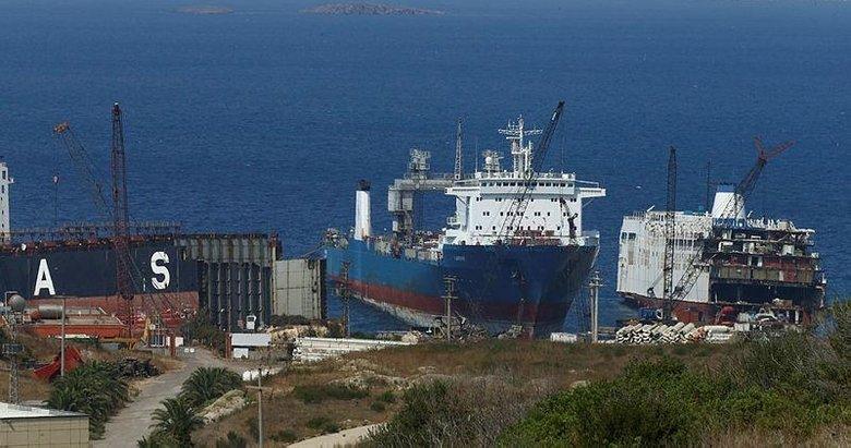 Foça'da denizi kirleten gemiye ilişkin soruşturma