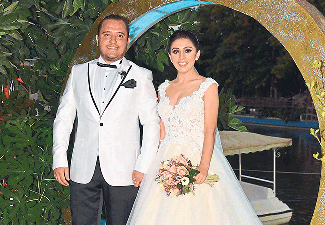 Alaçatı aşıkları 'Göl'de evlendi