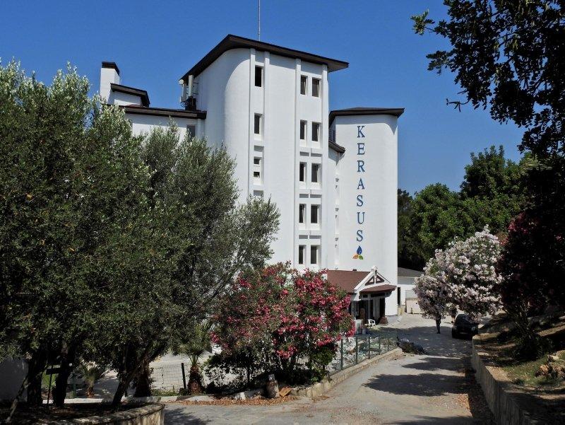 İzmir Çeşme'de hayali otel ismiyle vurgun! Yüzlerce kişi mağdur oldu