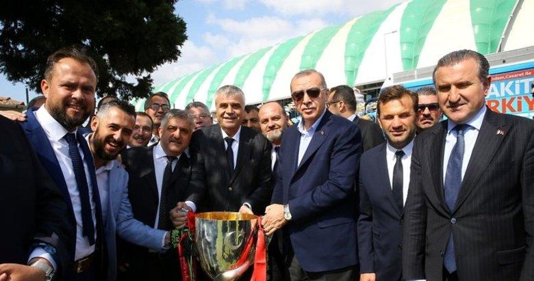 Erdoğan'ı kupayla karşıladılar