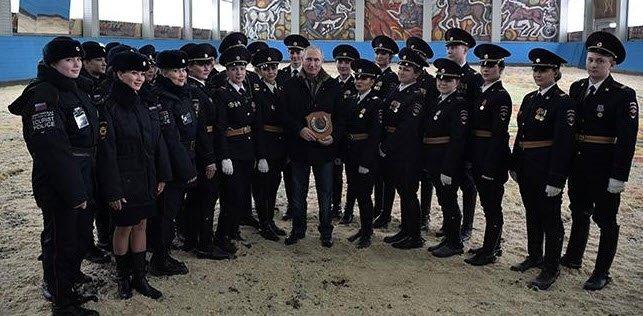 Rus polislerin ardından askerler de sıcak denizlere iniyor! Akın akın geliyorlar