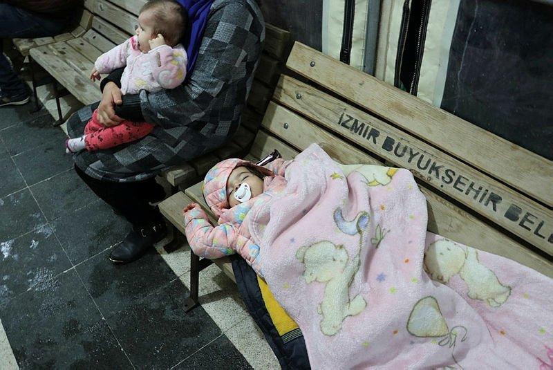 Yunanistan göçmenlere kurşun yağdırdı! İşte o görüntüler...