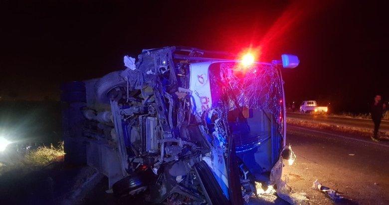 Manisa'da otomobil ile minibüs çarpıştı: 3 ölü, 7 yaralı
