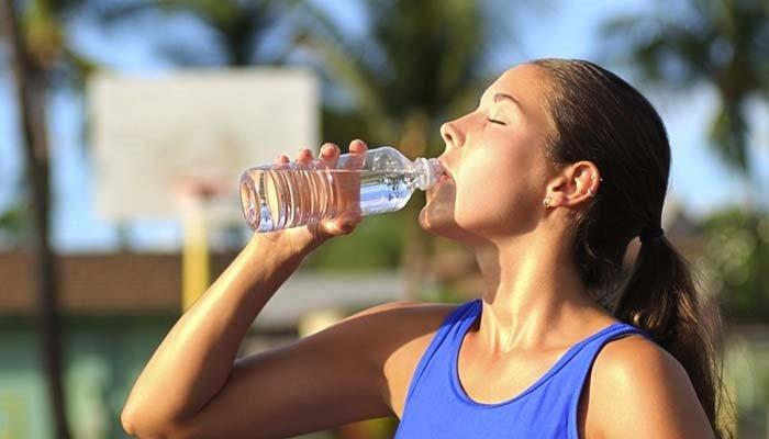 Hurmadan sonra bir bardak su içerseniz dişleriniz...