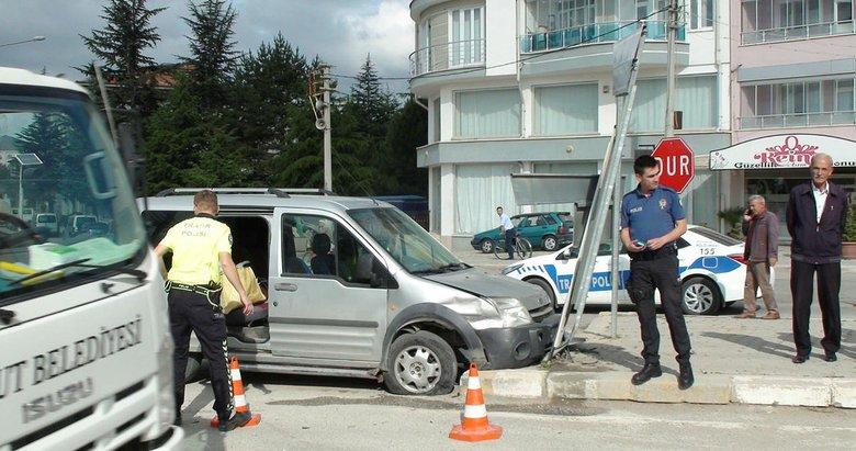 Afyonkarahisar Şuhut'ta trafik kazası: 2 yaralı