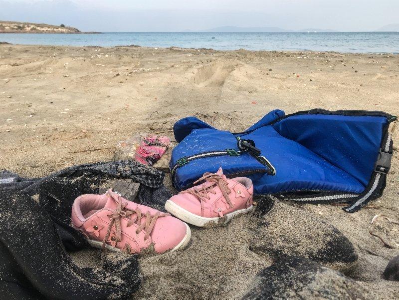 Çeşme'de yürek yakan görüntü! Ölen çocuklardan geriye ayakkabıları kaldı