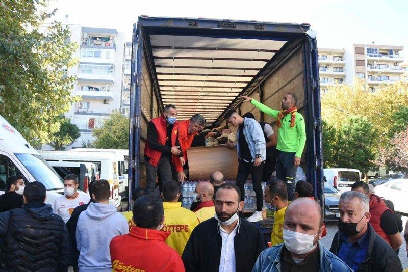 İzmir'de tribünler tek yürek